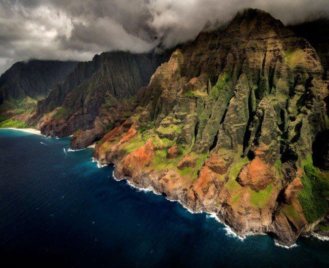 """Những hòn đảo mãi thuộc về quá khứ: cái đã """"chia năm xẻ bảy"""", cái thì... chưa bao giờ tồn tại"""