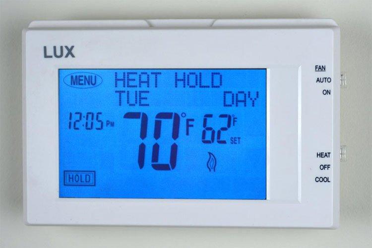 Ở trong phòng có nhiệt độ thấp có thể là một nguyên nhân gây ra bệnh huyết áp cao