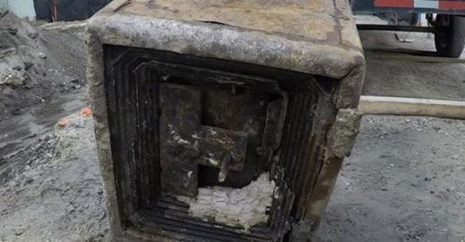 Phát hiện két sắt cổ chôn sâu dưới lòng đất, nghi tìm được kho báu