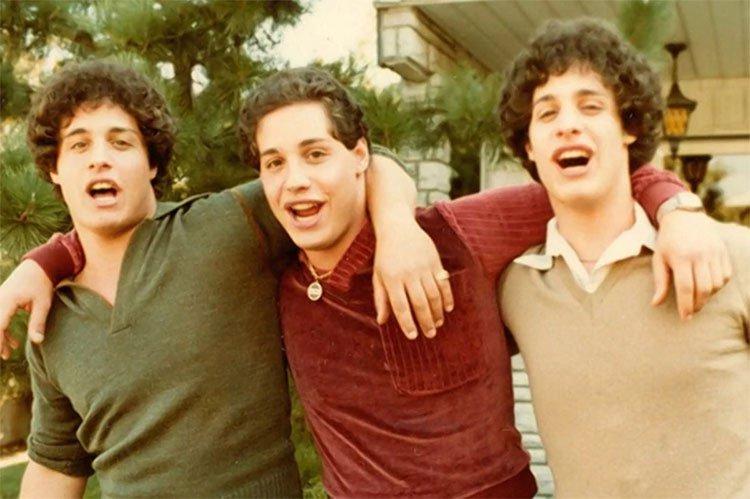 Sự thật đằng sau diện mạo giống nhau như đúc của ba người lạ
