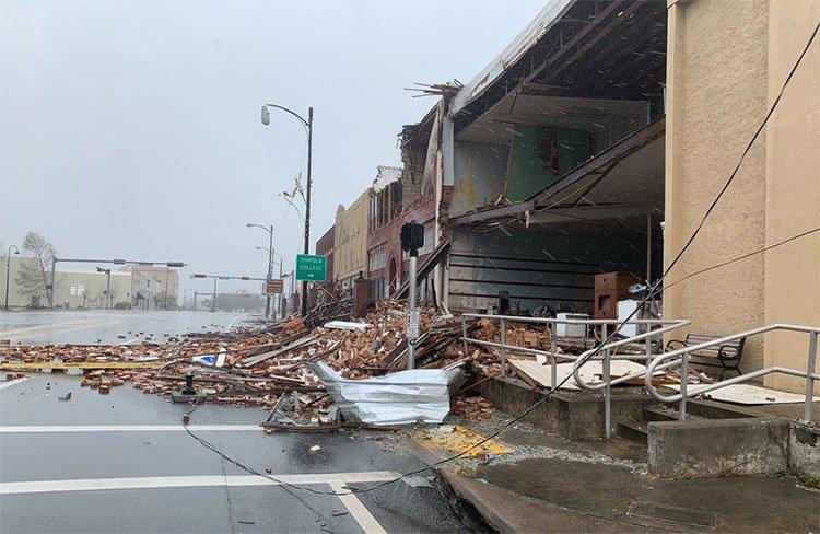 Sức tàn phá khủng khiếp của cơn bão mạnh nhất 50 năm đổ bộ bờ Đông nước Mỹ