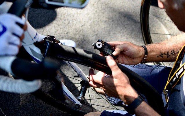 Tại sao lốp xe đạp ở Tour de France ngày càng to bản, áp suất ngày càng thấp?