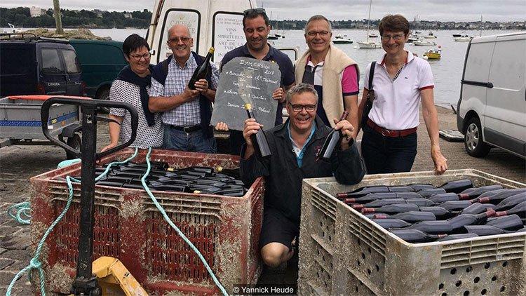 Thị trấn kỳ lạ nhất nước Pháp: Rượu vang chất đầy dưới đáy biển