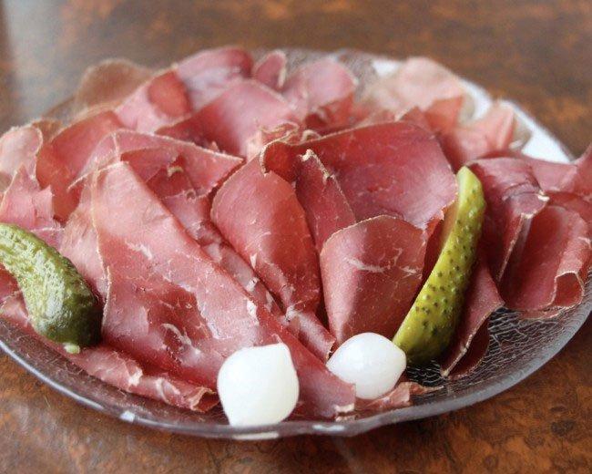 Thói quen ăn thịt chó mèo gây tranh cãi của người dân Thụy Sĩ
