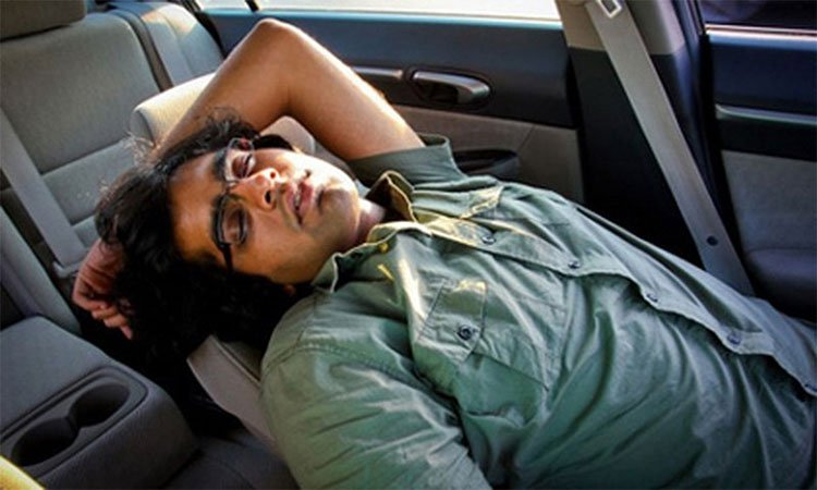 Vì sao ngủ trong ô tô dễ chết người?