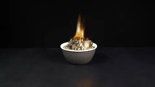 """Thí nghiệm tạo """"quái vật địa ngục"""" từ các nguyên liệu trong nhà"""