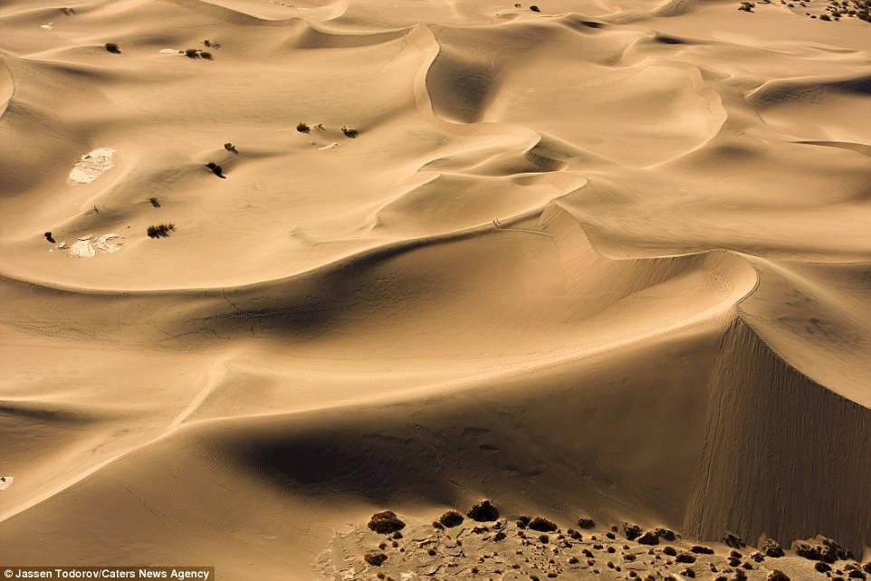 Vẻ đẹp bí ẩn của Thung Lũng Chết tại Mỹ