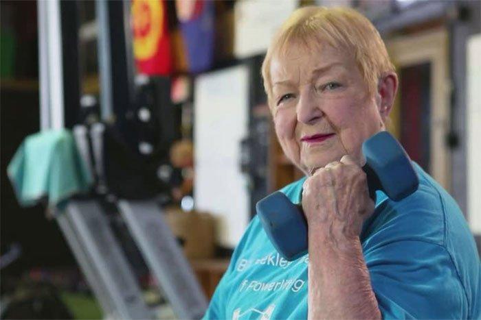 100 tuổi, cụ bà lập kỷ lục trở thành vận động viên nâng tạ lớn tuổi nhất thế giới