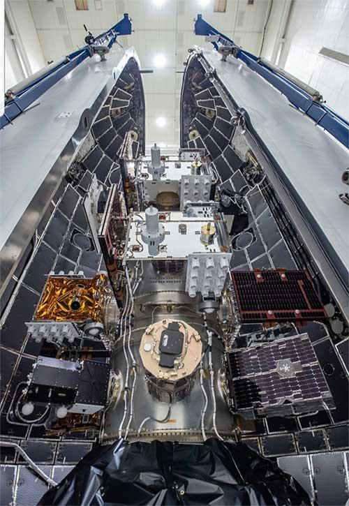 24 vệ tinh nặng 3,7 tấn nhồi nhét bên trong tên lửa SpaceX