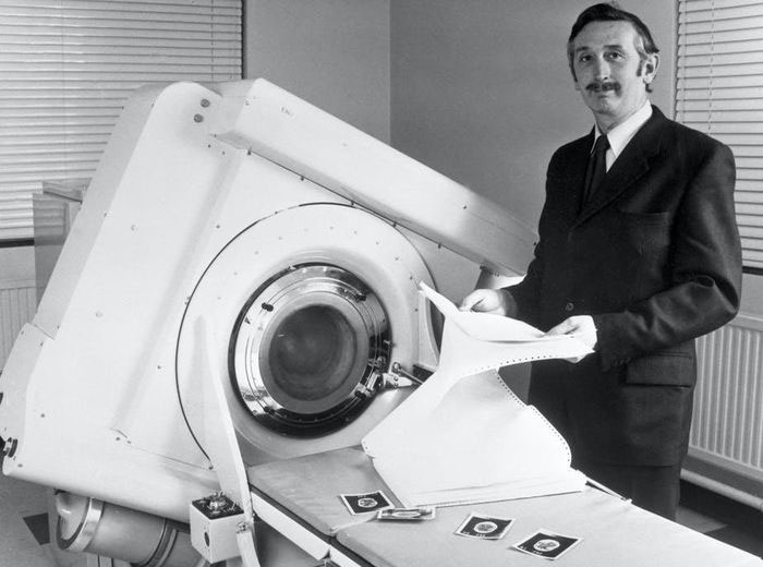 50 năm chiếc máy chụp CT đầu tiên cho bác sĩ nhìn thấu bên trong hộp sọ