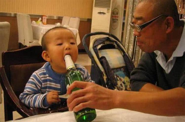 8 thực phẩm an toàn với người lớn nhưng có thể khiến trẻ tổn thương não, thậm chí mất mạng