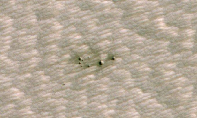 AI phát hiện cụm hố sao Hỏa do thiên thạch đâm xuống