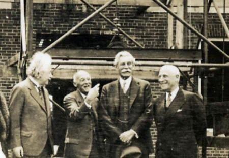 Albert Einstein từng được chính phủ Israel mời về làm Tổng thống, thế nhưng ông một mực khước từ