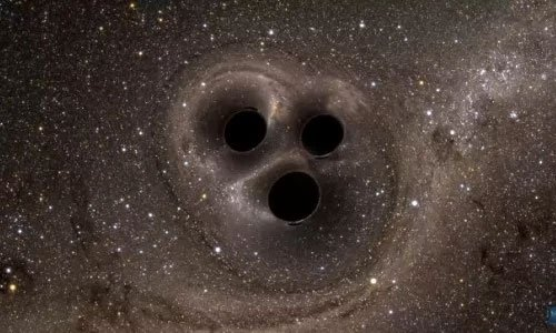 Ba hố đen xoay tròn quanh nhau trước cuộc đụng độ