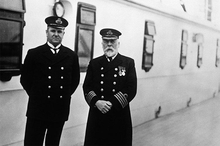 Bán đấu giá chiếc gương có thể cất giữ hồn ma thuyền trưởng tàu Titanic