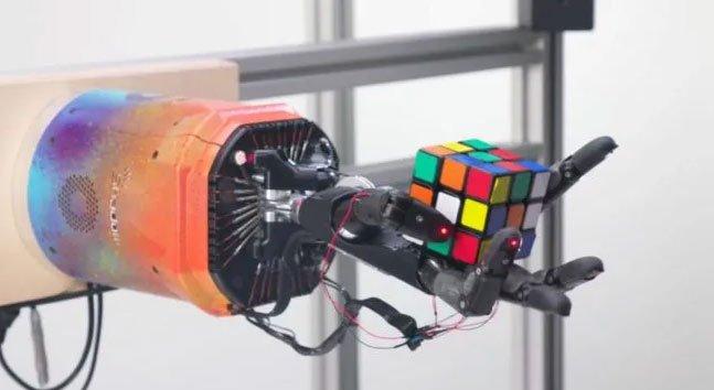 Bàn tay robot giải quyết khối Rubik chỉ trong khoảng 4 phút
