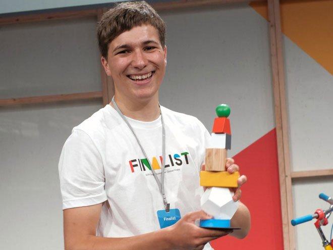 Bằng dung dịch từ tính do NASA sáng chế, chàng trai 18 tuổi tìm ra cách lọc vi nhựa khỏi nước