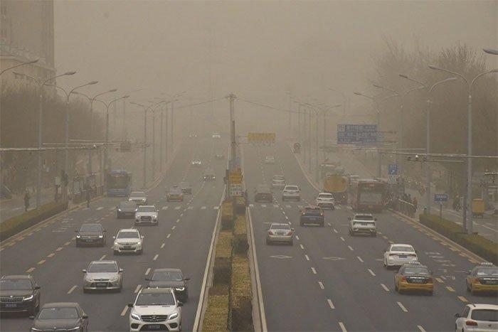 Bão cát nuốt chửng thị trấn ở Trung Quốc