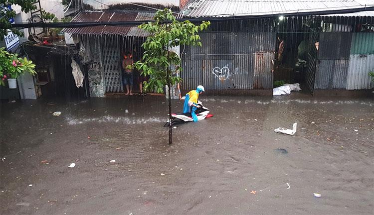 Bão tan, mưa lũ, ngập úng hoành hành