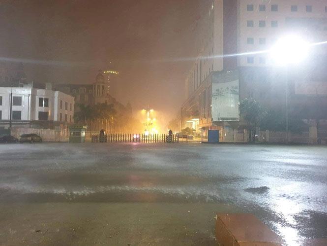 Bão vào Quảng Ninh gây ngập lụt tại Móng Cái, Hà Nội mưa lớn nguy cơ ngập nhiều tuyến phố