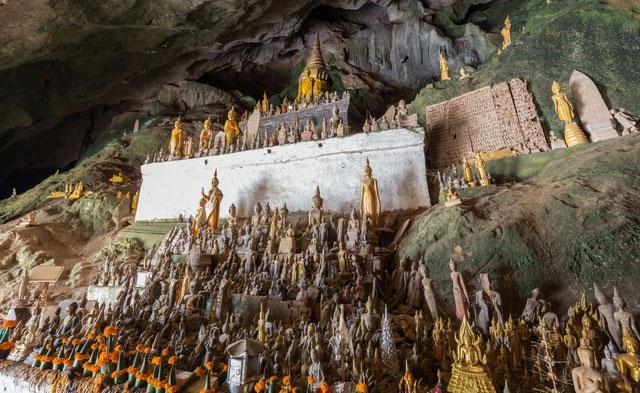 Bất ngờ bên trong hang động có 4.000 pho tượng Phật được chạm khắc tinh xảo