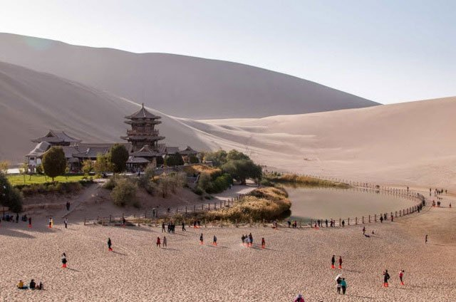 Bên trong ốc đảo 2.000 năm tuổi giữa sa mạc ở Trung Quốc