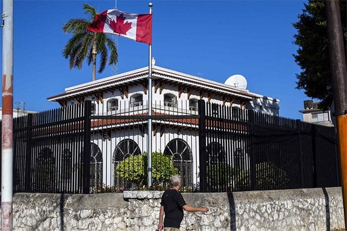 Bệnh lạ tái xuất ở Cuba, Canada cắt một nửa nhân viên ngoại giao