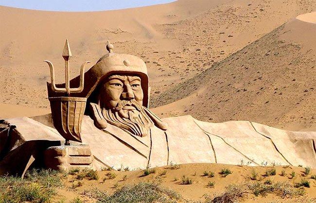 Bí ẩn chưa sáng tỏ về Thành Cát Tư Hãn: Chiến thần Mông Cổ thực tế là người tóc đỏ, mắt xanh?