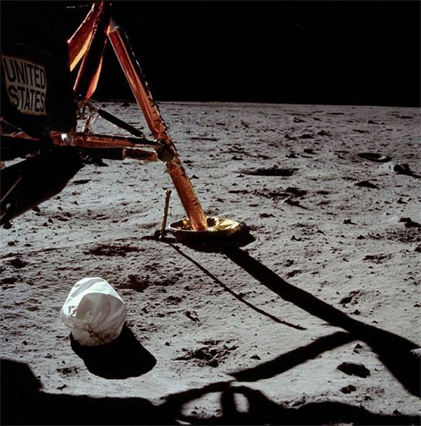 Bí ẩn cuộc đổ bộ Mặt Trăng đầu tiên: Phi hành gia thứ 3 và nỗi ám ảnh suốt đời