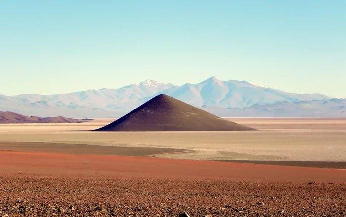 Bí ẩn kim tự tháp núi lửa từng có UFO ghé thăm ở Argentina