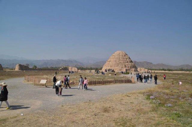 Bí ẩn lăng mộ gần 1000 năm còn nguyên vẹn: Cỏ không dám mọc, chim không dám đậu