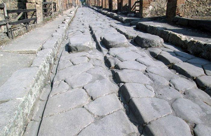 Bí ẩn những con đường phủ sắt nóng chảy 2.000 năm trước
