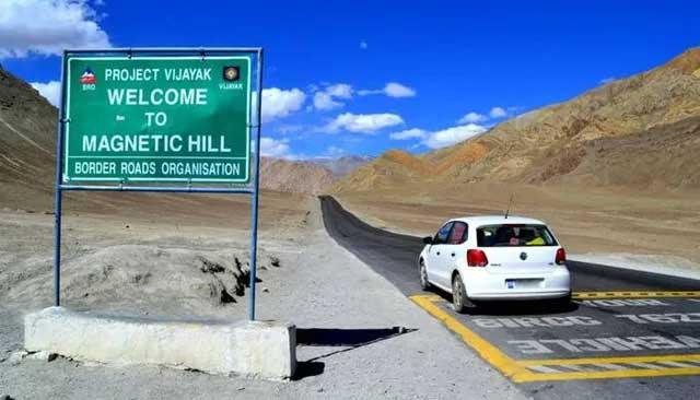 Bí ẩn ở ngọn đồi kỳ lạ: Nơi ô tô tắt máy vẫn tự lên dốc