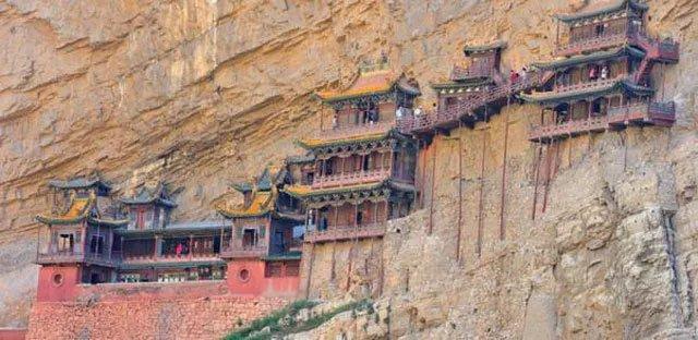 Bí ẩn về ngôi chùa 1500 năm tuổi nằm chênh vênh giữa hẻm núi dựng đứng