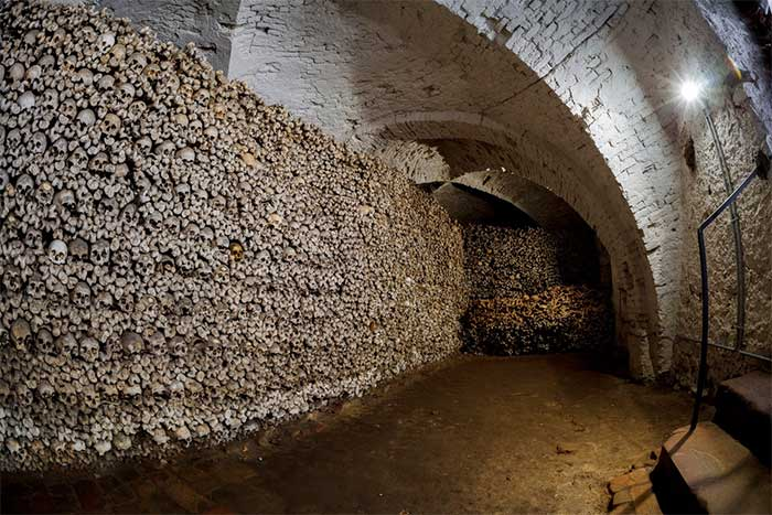 Bí ẩn về những bộ xương nạm châu báu