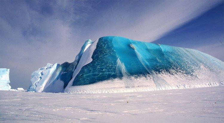 Bí ẩn về những tảng băng màu ngọc lục bảo quý hiếm ở Nam Cực