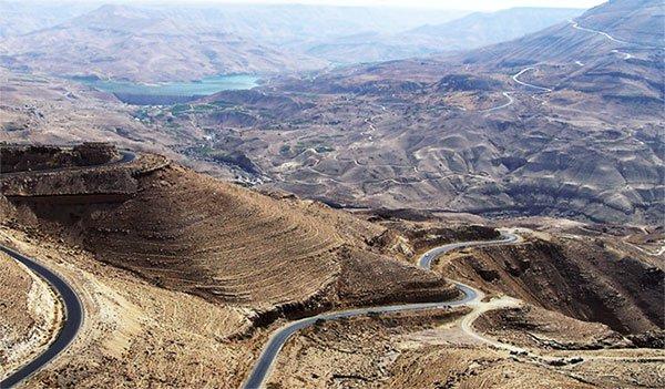 Biển nào ở Jordan được xem là cái rốn của địa cầu?