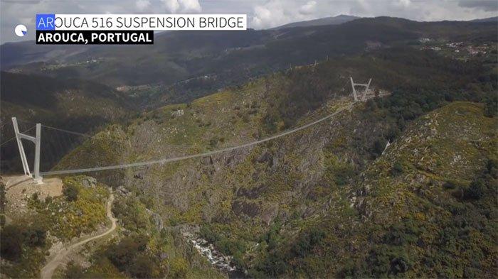 Bồ Đào Nha khánh thành cầu đi bộ trên núi dài nhất thế giới