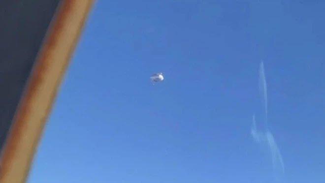 Bộ quốc phòng Mỹ thừa nhận UFO bí ẩn hình kim tự tháp đã lởn vởn trên đầu chiến hạm nước này