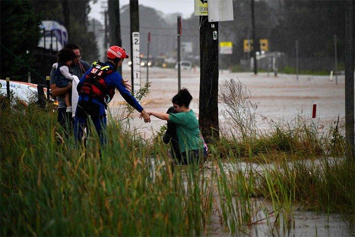 Bom mưa gây lũ lụt tồi tệ nhất trong 50 năm ở Australia