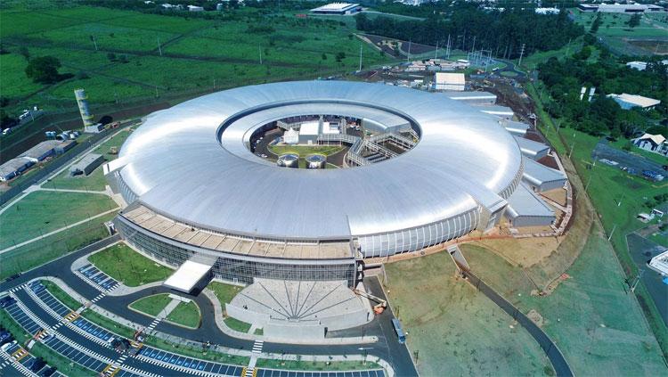 Brazil xây máy gia tốc hạt lớn bằng sân bóng đá