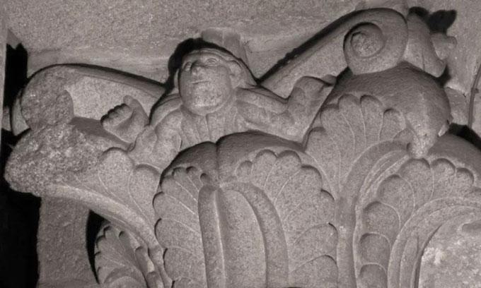 Bức điêu khắc chân dung ẩn mình trên cột đá 900 năm