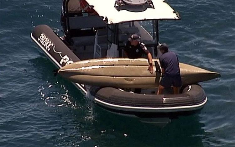 Cá mập hổ dài 4m húc lật thuyền, tấn công người ở Australia