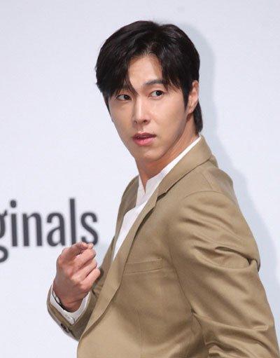 Ca sĩ Hàn được cấp bằng sáng chế khẩu trang