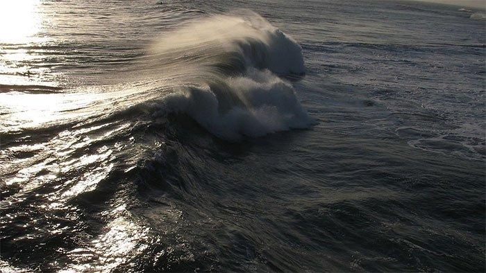 Các cơn bão ở đại dương có thể gây động đất