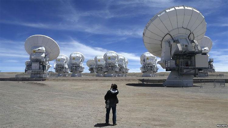 Các hành tinh lớn đang âm thầm hình thành bên ngoài Hệ mặt trời