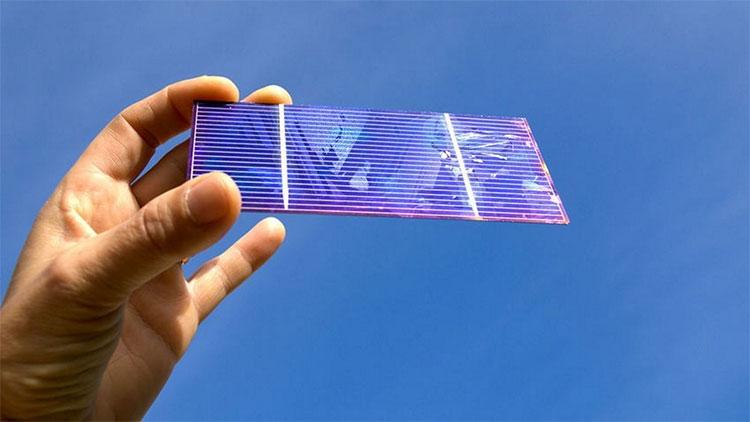 Các nhà khoa học đã tạo ra loại pin mặt trời kép như bánh sandwich