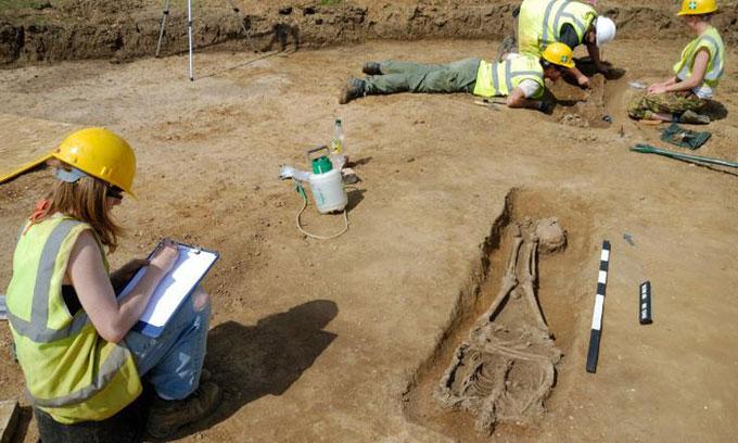 Các nhà khoa học sốc khi phát hiện 17 hài cốt bị chặt đầu trong nghĩa địa La Mã