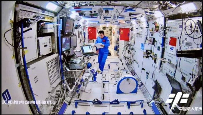 Các phi hành gia Trung Quốc trở về Trái đất an toàn
