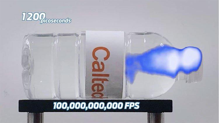 Camera ghi được ánh sáng di chuyển vận tốc gần 300.000km/giây
